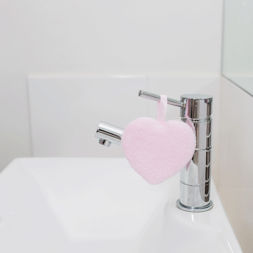 eco friendly reusable makeup remover pad by Bettyquette